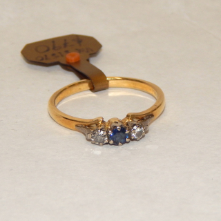 Large size ring set with 2 Diamonds and a Sapphire. Val $1,590
