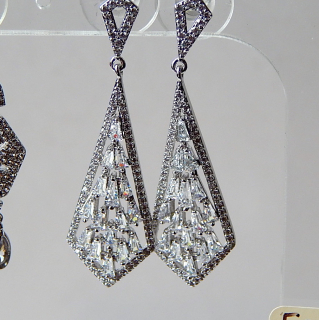 NEW 18ct Gold plated Crystal Earrings