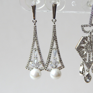 Stunning Pearl and Crystal drop earrings