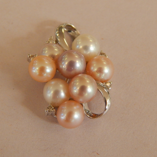 18ct white Gold , Diamond and pearl pendant
