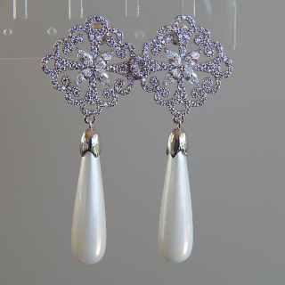 White gold plated Diamante and pearl earrings