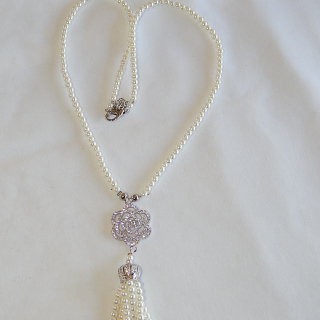 Pretty imitation pearl tassel necklace