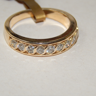 9ct Gold and Diamond 10 Stone Diamond ring