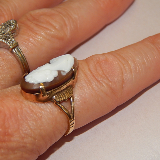 9 ct gold ANTIQUE and cameo ring
