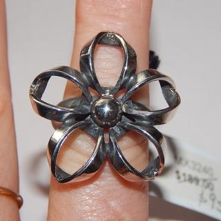 New Silver loop Flower Ring