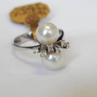 18ct White Gold Diamond and Cultured Pearl Ring