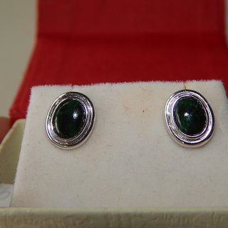 14ct White Gold and Green Jade Stud earrings