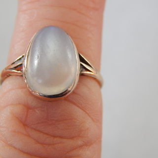 9ct Rose gold and MOONSTONE Vintage ring