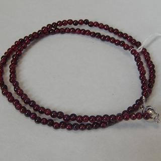 Fine string of Garnet beads