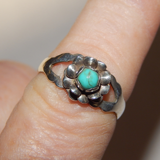 Cute wee Silver and Turquoise ring