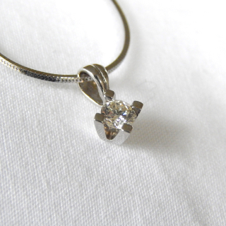 .20ct Brilliant cut Diamond white gold necklace valued $2,110