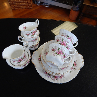 Royal Albert Lavender Rose Set