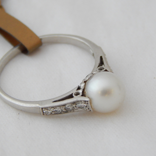 9ct White Gold Diamond and Pearl Ring. Valued $980