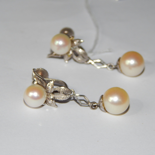 14ct White Gold and Cultured Pearl Screw on Earrings