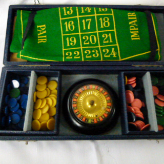 Small portable set of ROULETTE