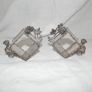 Pair of ANTIQUE VICTORIAN MERIDEN SILVER PLATE FIGURAL CHERUB NAPKIN RING HOLDER 333
