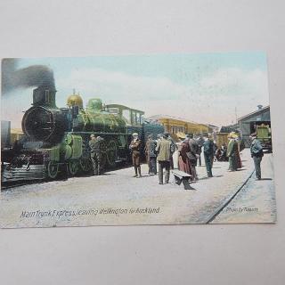 Railways. Man Trunk Express leaving Wellington to Auckland Postcard